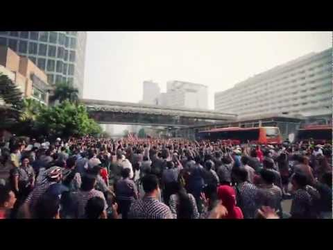 Flashmob Kotak Kotak JOKOWI dan BASUKI [OFFICIAL] - what makes you beautiful [PARODY]