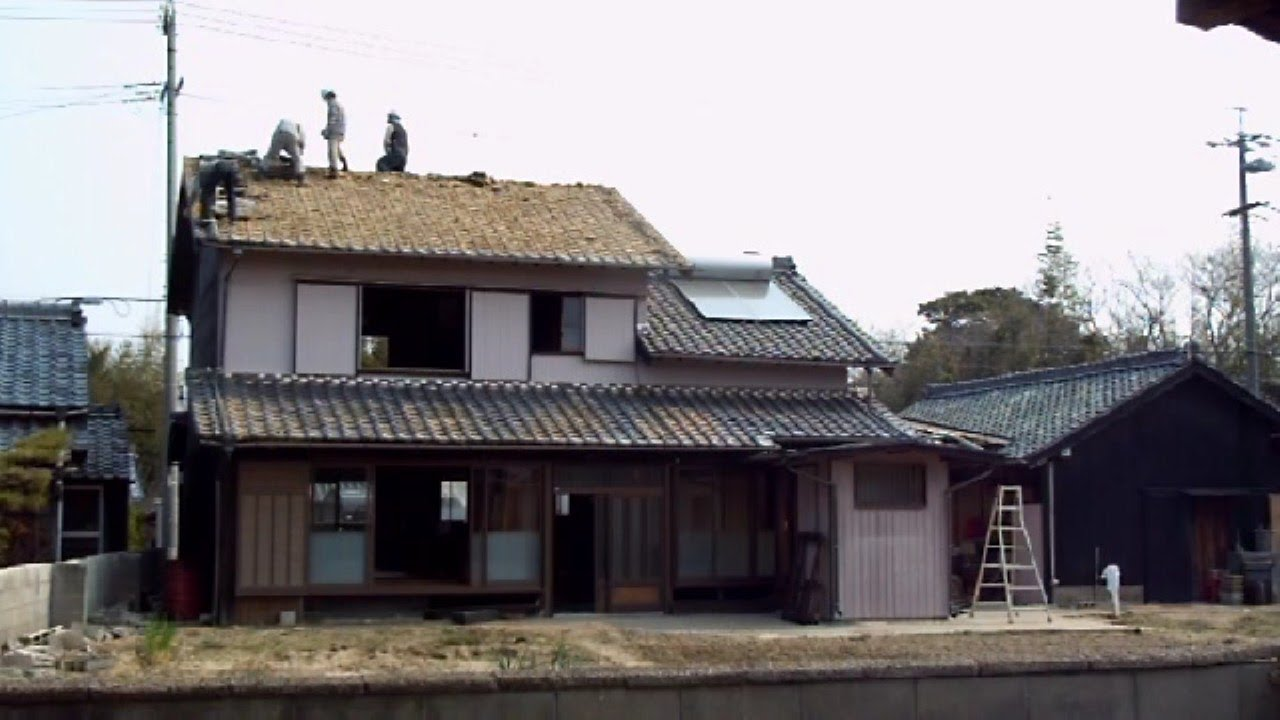 Destroying an old japanese house youtube for Classic japanese house design