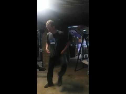 Theo se hoender dans