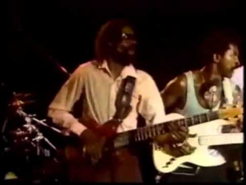 The Crusaders w/Stanley Clarke & Larry Graham - Put It Where You Want It.flv