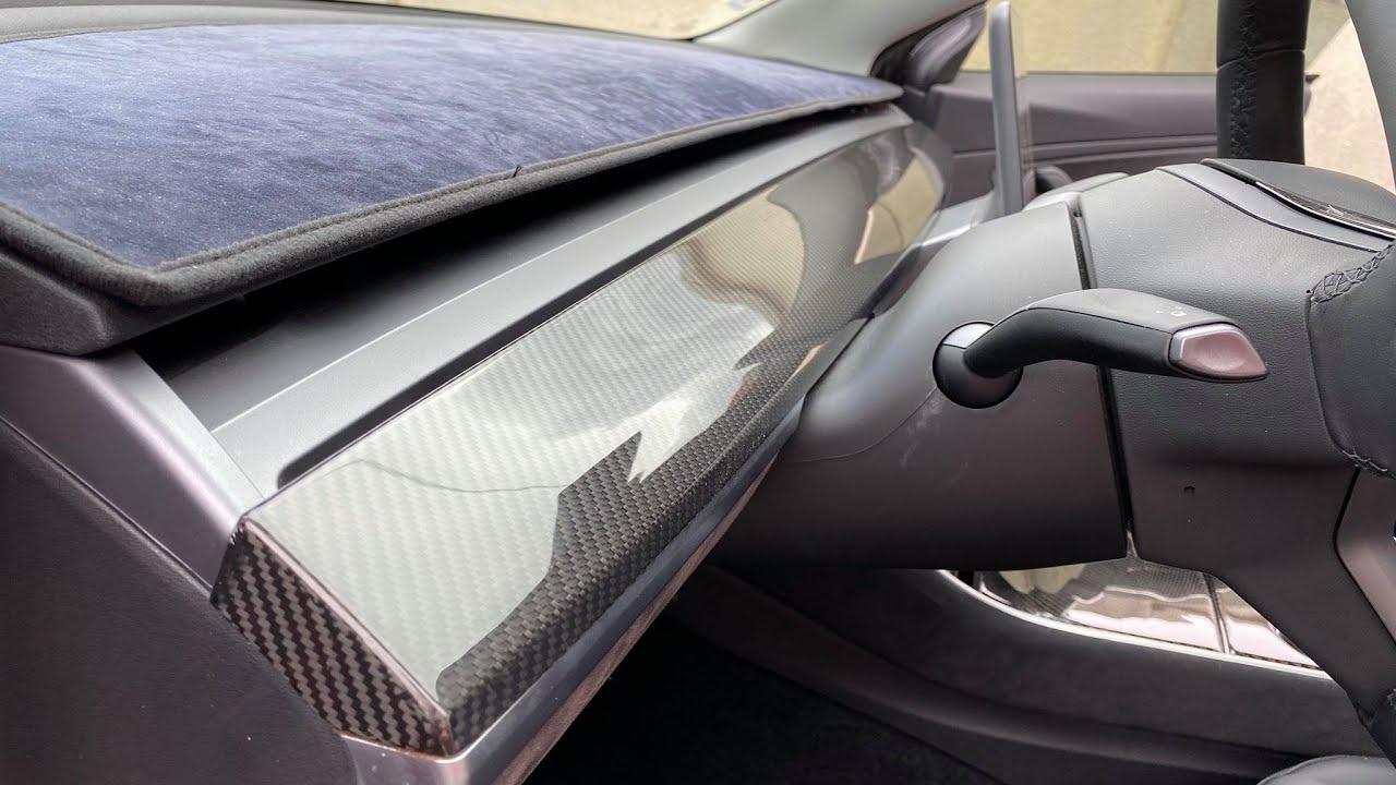 Je change la planche de bord en faux carbone par du vrai + chargeur a induction Tesla model 3