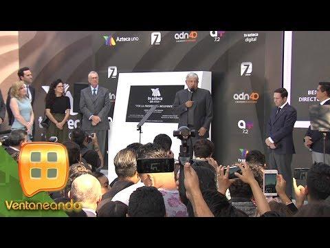 El presidente electo Andrés Manuel López Obrador, develó la placa por los 25 años de TV Azteca.
