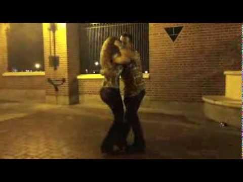 David Campos & Guida Rei - Kizomba in the streets of Philadelphia - July 2012.m4v