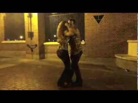 David Campos & Guida Rei - Kizomba in the streets of Philadelphia - July 2012.m4v