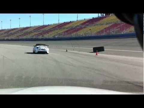 Volkswagen CC vs Nissan 350Z
