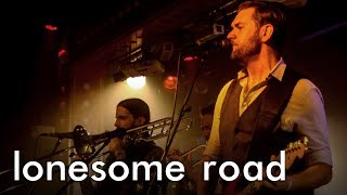 Thumbnail für Gorilla Rodeo! - Lonesome Road (live in Berlin)