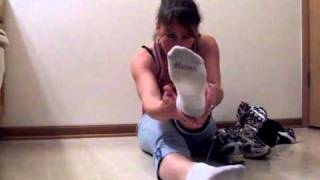 Repeat youtube video Sexy girl whit Sneakers and stinky smelly socks!!.flv
