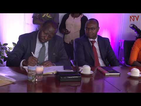 Govt, top financier sign agreement to boost Hydro power projects
