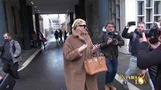 Karleusa bezobrazno napala novinare na sudjenju sa Cecom