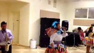 Santiago en Corcoran California con la antentica del folklor huanca Azucena