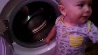 Funny Baby Ребенок стирает белье  video for kids and babies