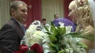Жених поёт песню невесте!