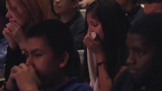 Ex Profi-Wrestler Marc Mero bringt eine Aula voller Schüler zum Weinen thumbnail