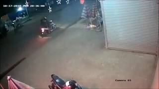 Clip hai nhóm thanh niên với hàng chục người đi xe máy và xe tải đánh nhau ơ bảo lộc