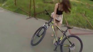 девушка и велосипед(, 2016-04-04T01:25:17.000Z)