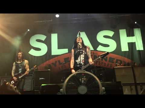Watch Slash Pay Tribute to Lemmy With 'Ace of Spades' Cover