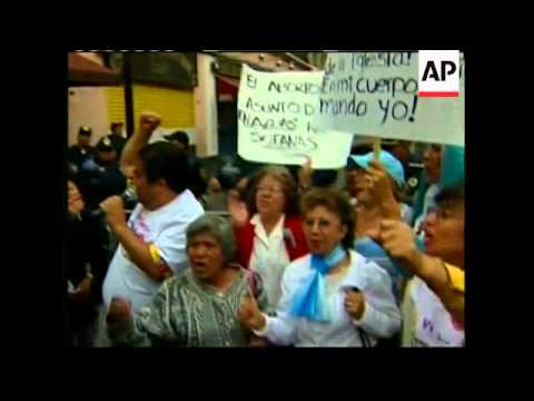 Mexico City lawmakers voting to legalize abortion