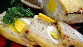 Мясной хлеб с вареными яйцами.