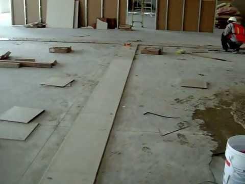 Instalacion de pisos de ceramica youtube for Pisos de ceramica