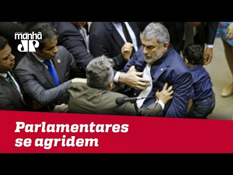 Alberto Fraga e Laerte Bessa protagonizam briga no plenário da Câmara