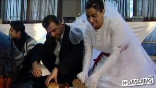 Prügel für den Bräutigam - Hochzeitsbräuche in aller Welt