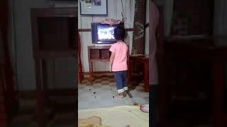 Viral anak cilik ini senang ketika dengar lagu2 iklan dan dia pun pengen jadi bintang iklan NTT