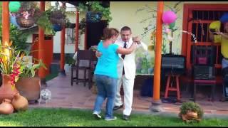 Прикол! Голый Туркмен танцует с женщиной на вечеринке, смотреть до конца)