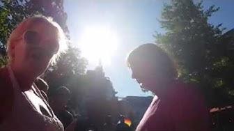 Sateenkaari-aktivisti Aito avioliitto-tapahtumassa 22.8.2015