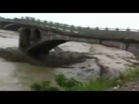 Video: Sập cầu ở TQ, 12 người chết