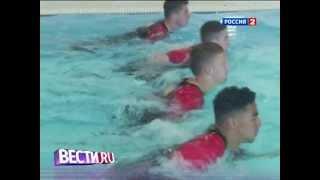 """Игроки """"Манчестер Юнайтед"""" учатся футболу под водой"""