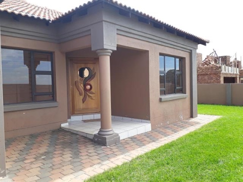 3 bedroom house for in aerorand middelburg 89397