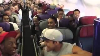 獅子王原班人馬飛機上即興合唱