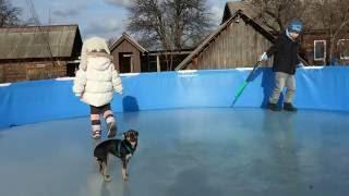 Каркасный бассейн оставляем на зиму с пустыми пластиковыми бутылками