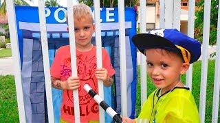 Vlad y Nikita fingen jugar a la policía