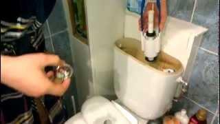 видео Ремонт унитаза своими руками: что делать если унитаз течет?