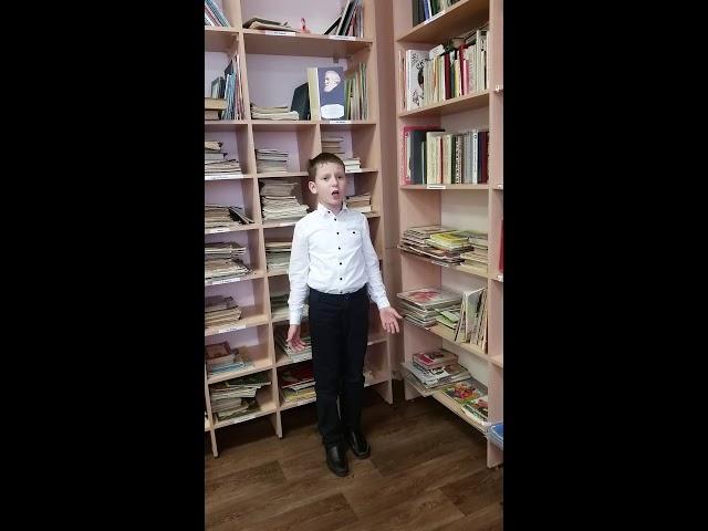 Изображение предпросмотра прочтения – ЛеонидКарманов читает произведение «И.С. Тургенев Воробей» И.С.Тургенева