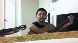 Ken hào hứng chơi Guitar với thầy. Dễ thương quá!!!!!