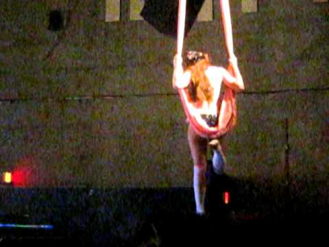 Emilie Autumn Live Curtain Dancing Scene