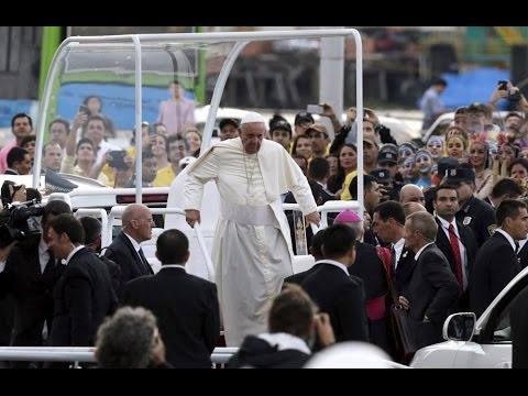 Pope visits Paraguay slum and urges residents to stay united for change