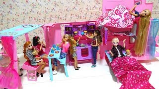 Barbie Sisters Deluxe Camper: Barbie Doll Camper