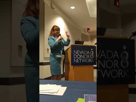 April Stewart speaking to medical professionals for the donor network.