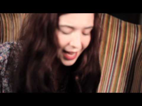 "Lisa Hannigan | ""Little Bird"" (The Living Room Sessions)"