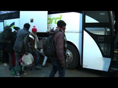 Francia inicia desmantelamiento de campamento de migrantes