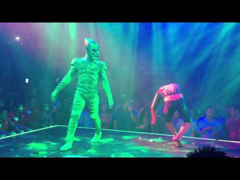 Spider-Man vs Green Goblin show at Coco Bongo Cancun