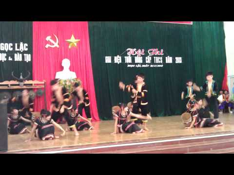 Vũ điệu ngày mùa- Trường PTDT Nội trú- huyện Ngọc Lặc biểu diễn