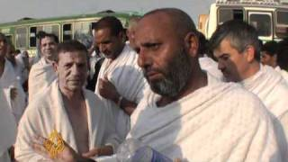 Sleeping on the streets: Hajj AJE Web Exclusive