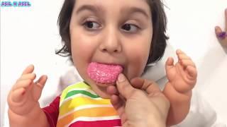 Emzikli bebek pamuk şekerin tadını beğenmedi çikolata istedi Asel vermedi #funnyvideo
