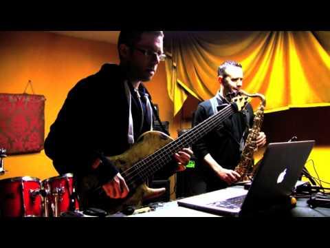 Beneath The Underdog - (Ableton Live Soul-d'n'b Fusion - Sonuus i2M/NI Massive