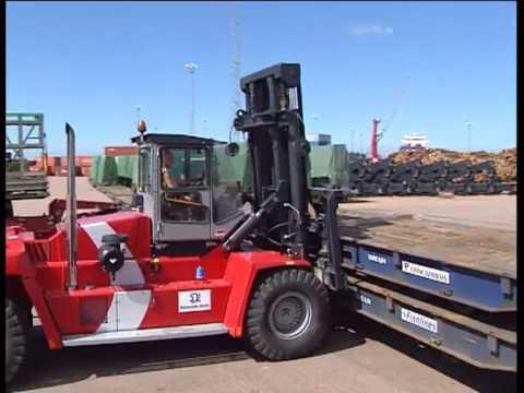 Kalmar machines at work in the Port of Halmstad, Sweden