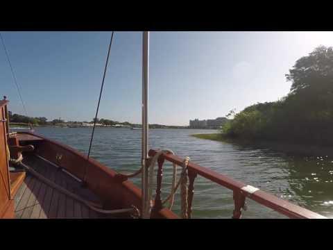 Polynesian Resort shuttle boat to Disneyworld!!!!